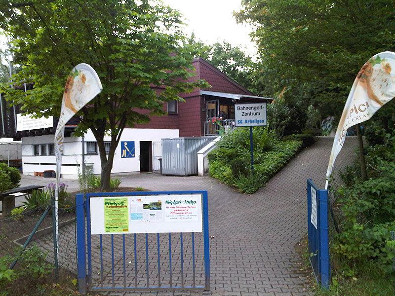 Eingang und Clubhaus